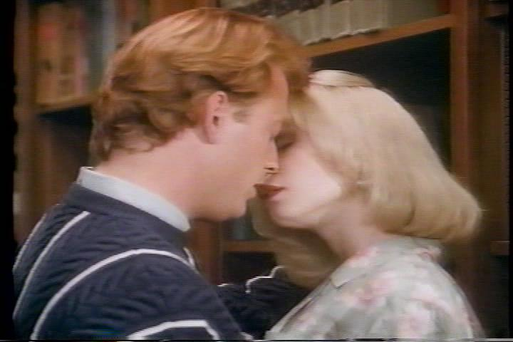 archie-traba-231-archie-betty-almost-kiss