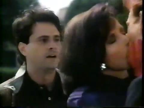 archie-traba-370-veronica-kisses-archie-2