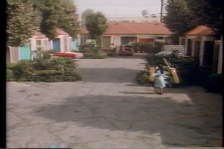 archie-traba-437-motel-exterior-2