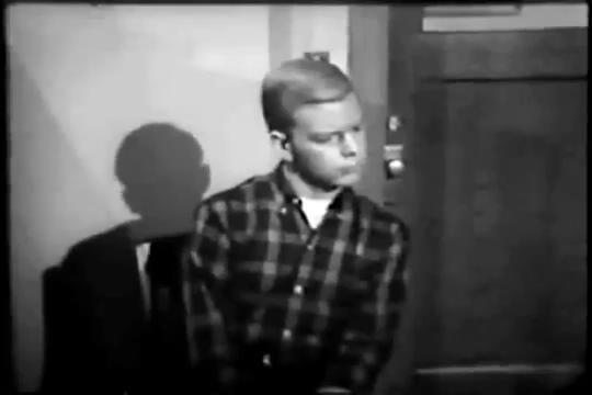 Archie-Pilot-1964-58-Archie-listens
