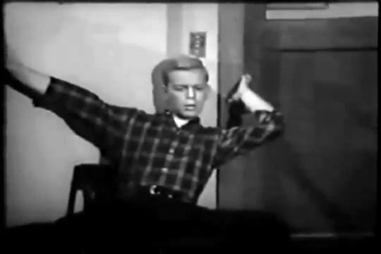 Archie-Pilot-1964-61-Archie-listens-2