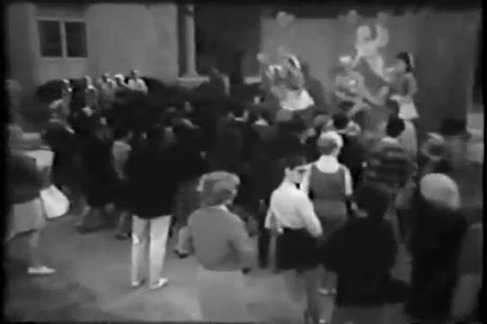 Archie-Pilot-1964-64-crowd
