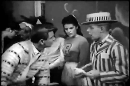 Archie-Pilot-1964-72-nosey-guy