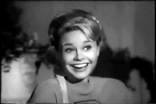 Archie-Pilot-1964-83-Betty-laughs