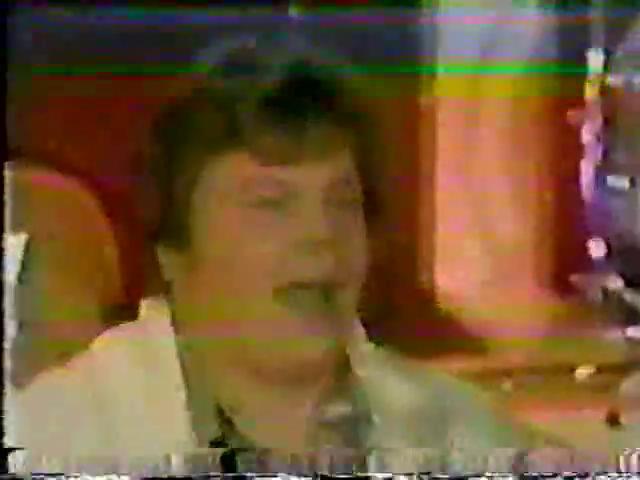 Archie-Variety-24-Moose-sings-2