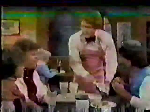 Archie-Variety-73-Archie-serves