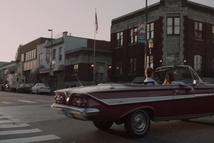 Riverdale-1-01-The-River's-Edge-008-Sheriff's-station