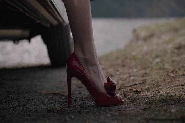 Riverdale-1-01-The-River's-Edge-020-Cheryl-heel