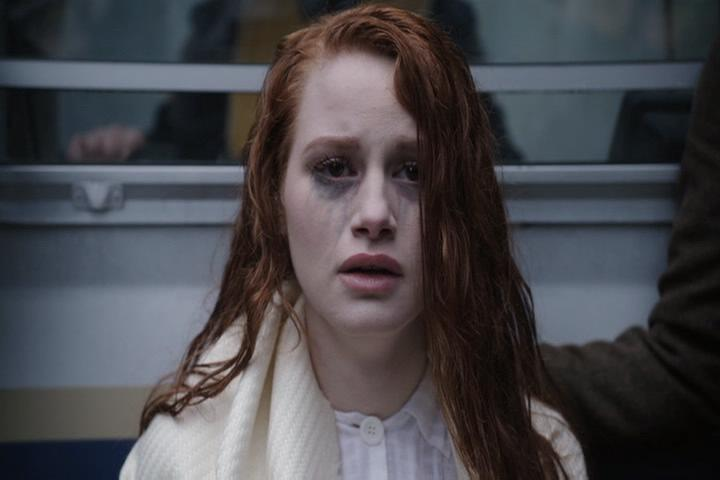 Riverdale-1-01-The-River's-Edge-035-Cheryl-traumatized