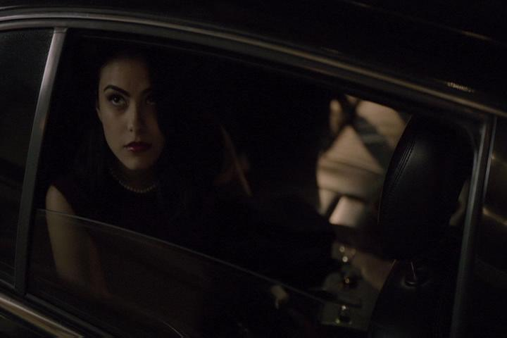 Riverdale-1-01-The-River's-Edge-042-Veronica-car