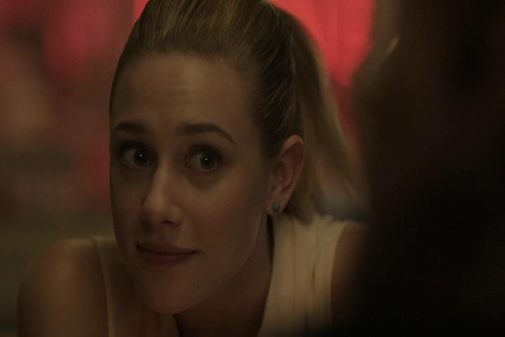Riverdale-1-01-The-River's-Edge-068-Betty-WTF-2