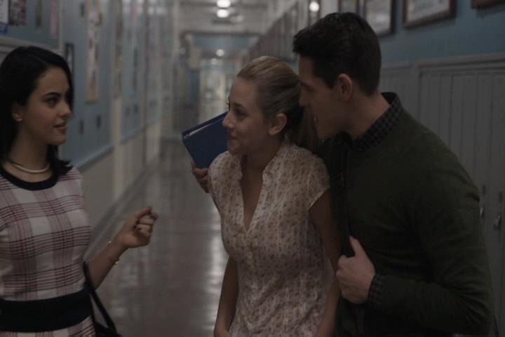 Riverdale-1-01-The-River's-Edge-089-Veronica-Betty-Kevin