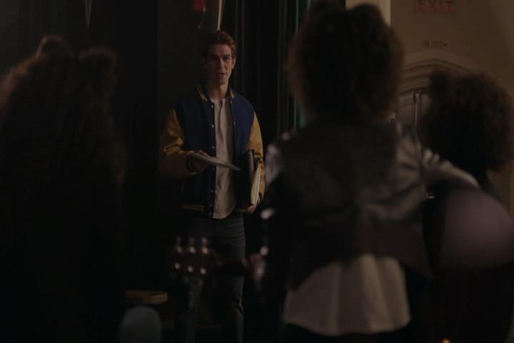 Riverdale-1-01-The-River's-Edge-092-Archie-papers