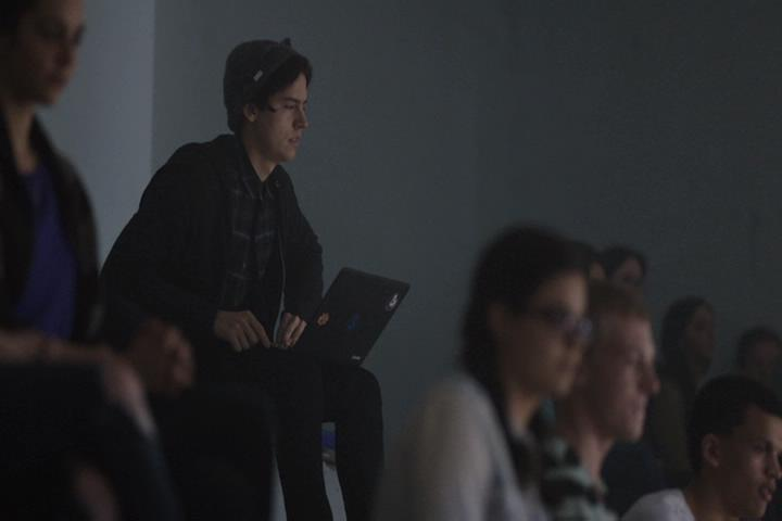 Riverdale-1-01-The-River's-Edge-100-Jughead-laptop