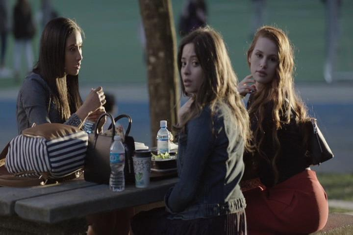 Riverdale-1-01-The-River's-Edge-119-Cheryl-BFFs