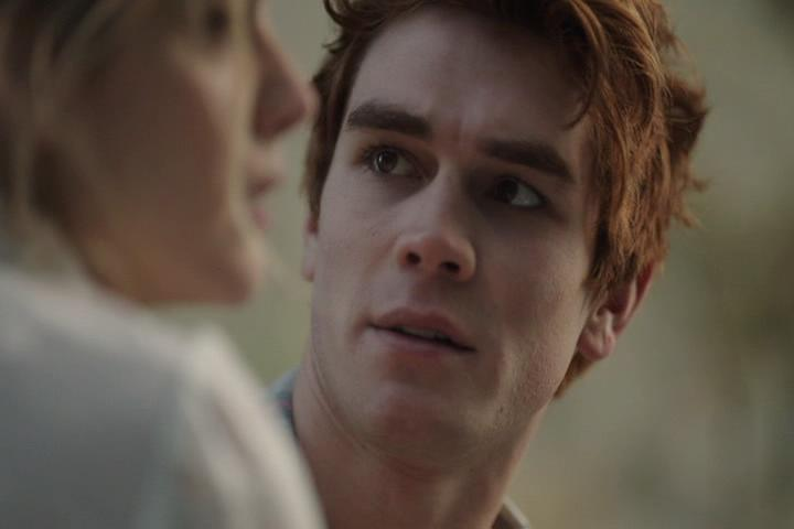 Riverdale-1-01-The-River's-Edge-141-Grundy-Archie-river-2