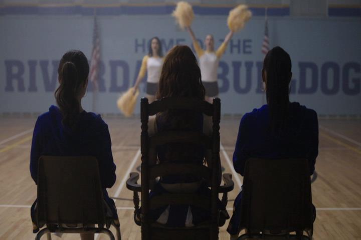 Riverdale-1-01-The-River's-Edge-142-Veronica-Betty-perform