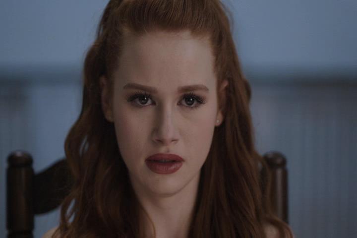 Riverdale-1-01-The-River's-Edge-161-Cheryl-scared