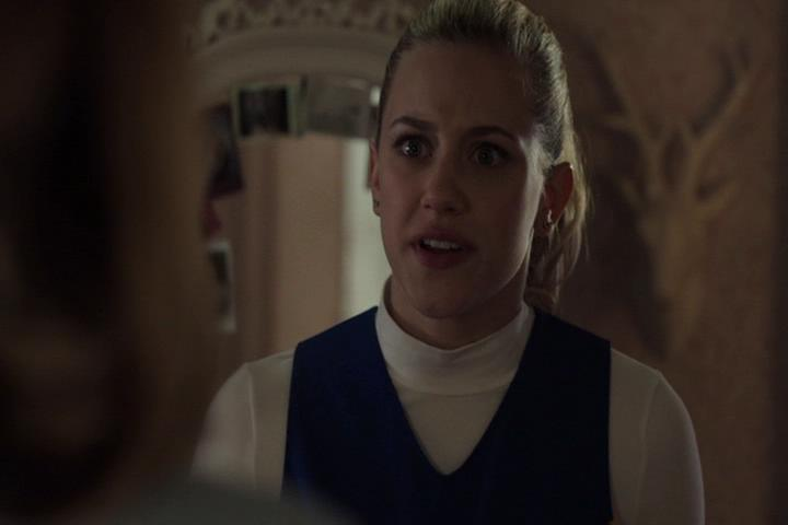 Riverdale-1-01-The-River's-Edge-188-Betty-stands-up