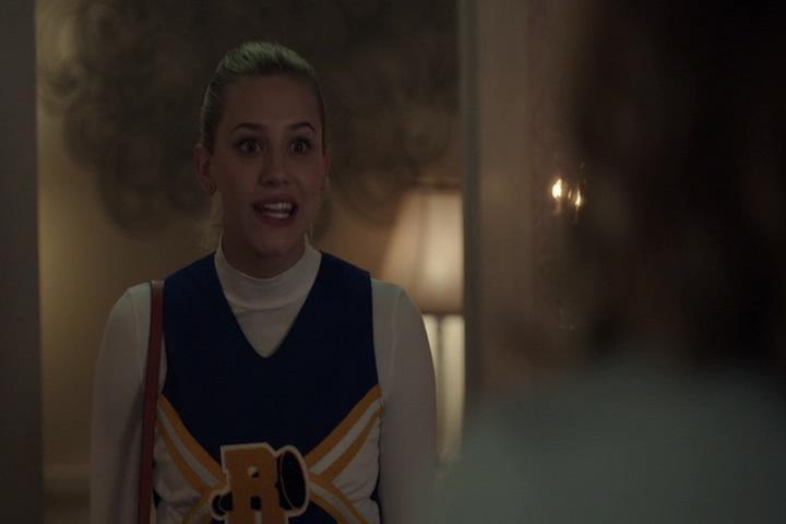 Riverdale-1-01-The-River's-Edge-189-Betty-yells