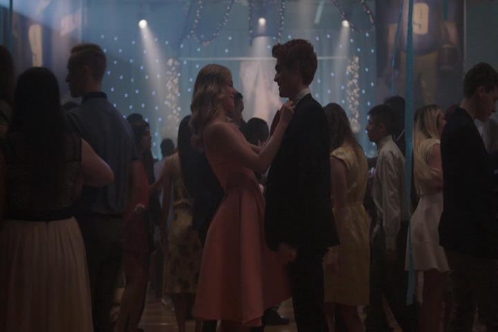 Riverdale-1-01-The-River's-Edge-200-Betty-Archie-dance