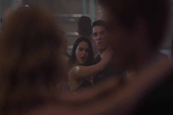 Riverdale-1-01-The-River's-Edge-214-Veronica-Kevin-dance