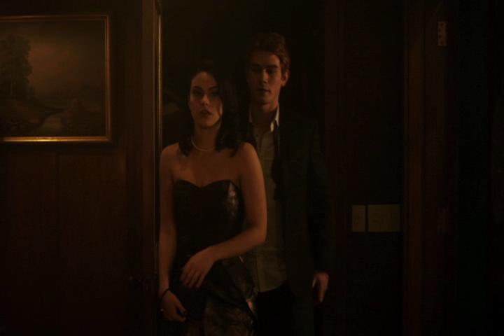 Riverdale-1-01-The-River's-Edge-229-Veronica-Archie