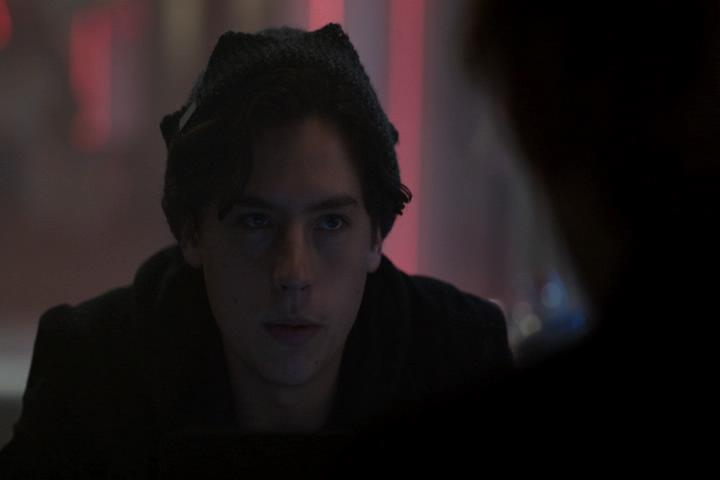 Riverdale-1-01-The-River's-Edge-241-Jughead