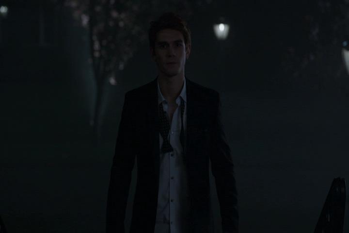 Riverdale-1-01-The-River's-Edge-244-Archie