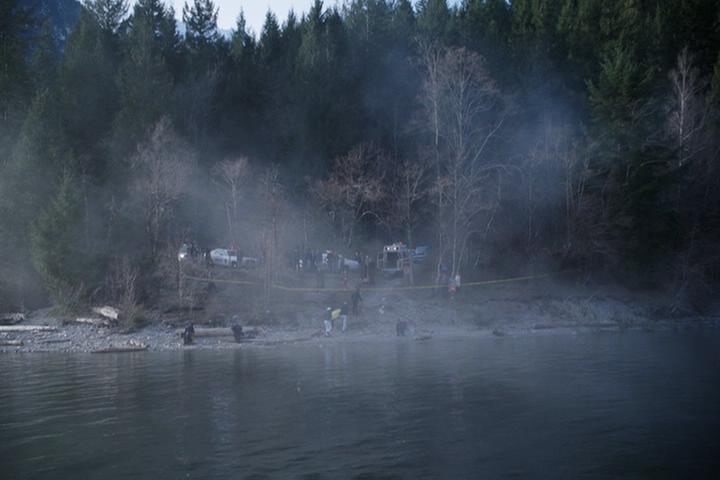 Riverdale-1-01-The-River's-Edge-252-crime-scene