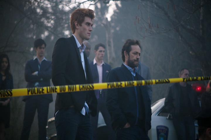 Riverdale-1-01-The-River's-Edge-257-Archie-Fred