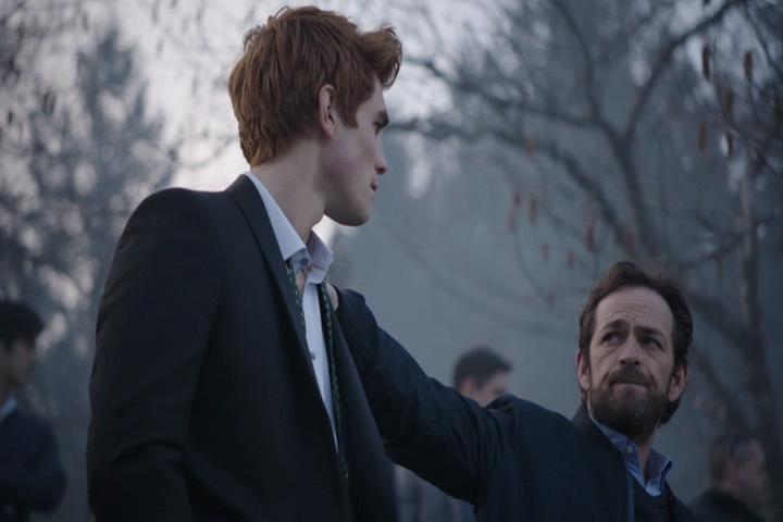 Riverdale-1-01-The-River's-Edge-263-Archie-Fred-2
