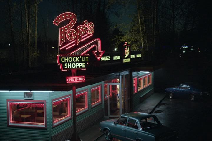 Riverdale-1-02-A-Touch-of-Evil-002-Pop's