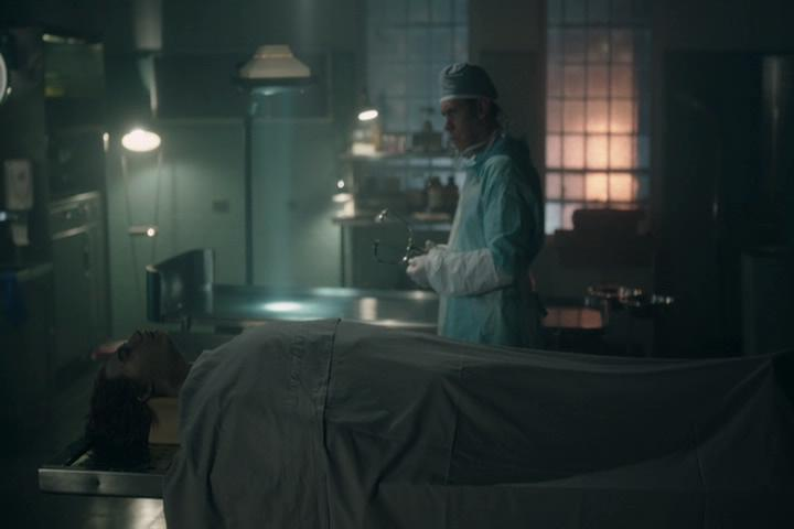 Riverdale-1-02-A-Touch-of-Evil-011-coroner