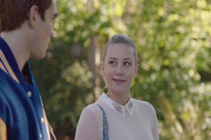 Riverdale-1-02-A-Touch-of-Evil-043-Archie-Betty-walk-3