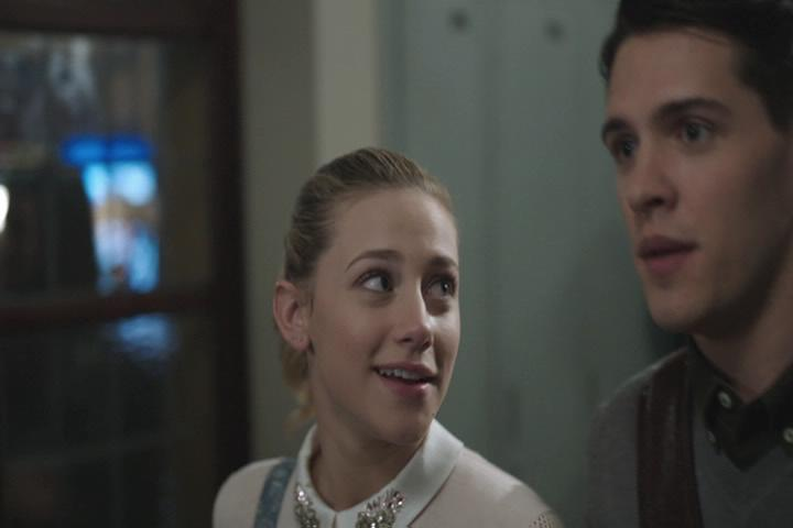 Riverdale-1-02-A-Touch-of-Evil-051-Betty-Kevin-2