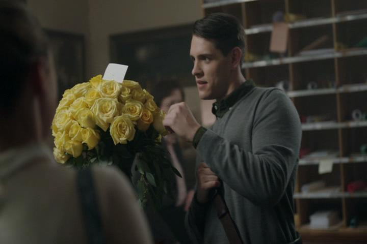 Riverdale-1-02-A-Touch-of-Evil-053-Betty-Kevin-flowers
