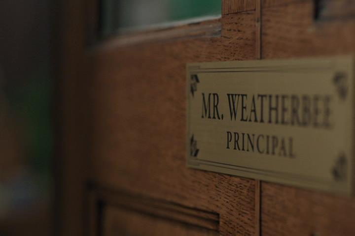 Riverdale-1-02-A-Touch-of-Evil-057-Weatherbee-sign