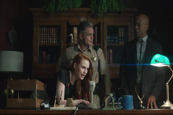 Riverdale-1-02-A-Touch-of-Evil-064-Cheryl-intercom