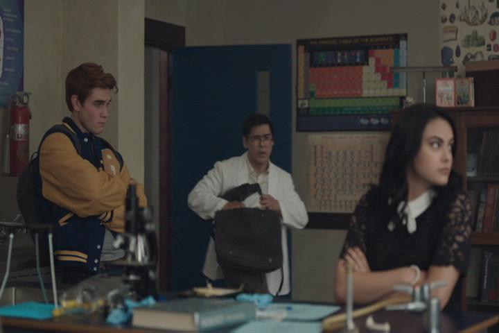 Riverdale-1-02-A-Touch-of-Evil-075-Archie-teacher-Veronica