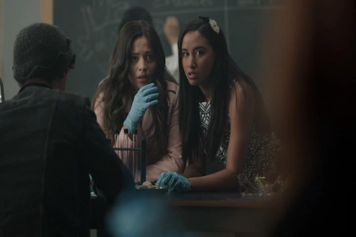 Riverdale-1-02-A-Touch-of-Evil-081-besties-gasp