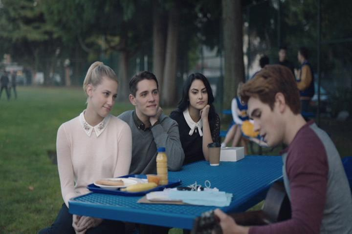 Riverdale-1-02-A-Touch-of-Evil-090-Archie-plays.jpg