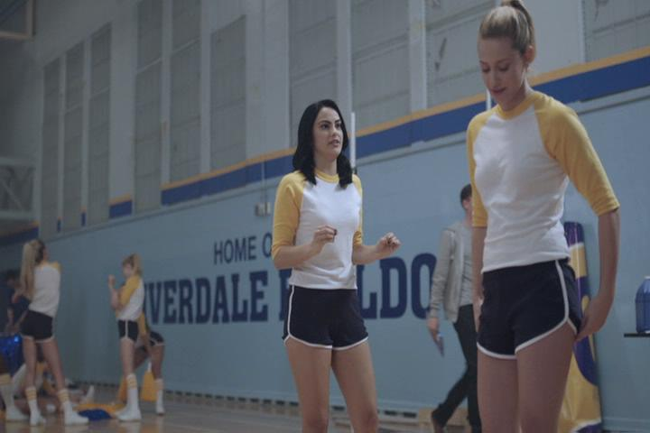 Riverdale-1-02-A-Touch-of-Evil-112-Veronica-Betty