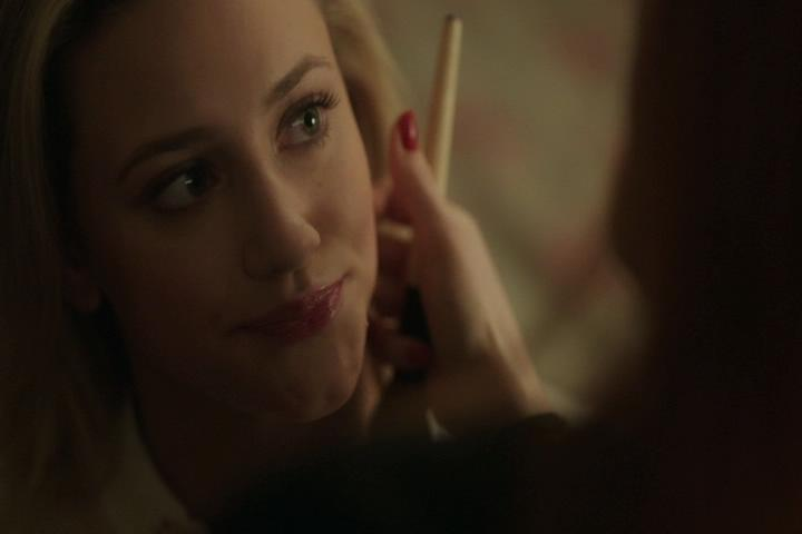 Riverdale-1-02-A-Touch-of-Evil-133-Betty