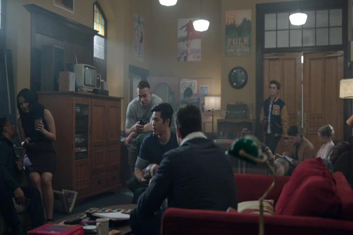 Riverdale-1-02-A-Touch-of-Evil-165-group