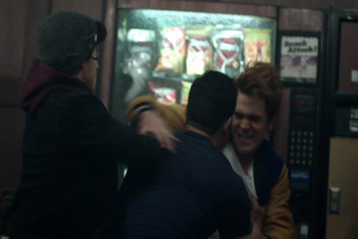 Riverdale-1-02-A-Touch-of-Evil-173-Reggie-Archie-fight