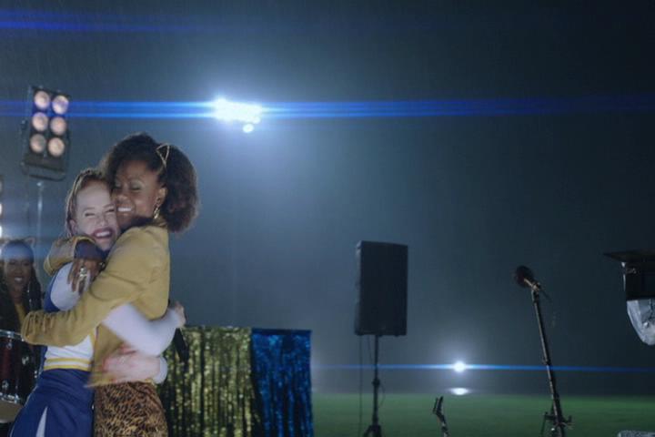 Riverdale-1-02-A-Touch-of-Evil-231-Cheryl-Josie-hug