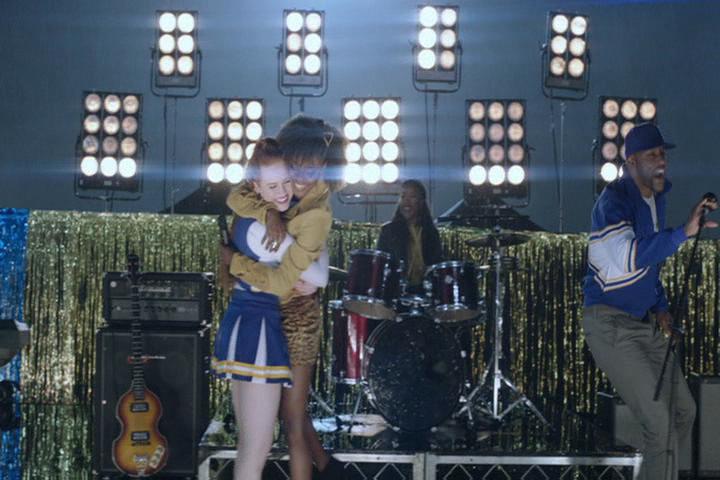 Riverdale-1-02-A-Touch-of-Evil-232-Cheryl-Josie-hug-2
