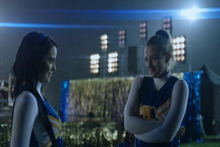 Riverdale-1-02-A-Touch-of-Evil-257-Veronica-Betty