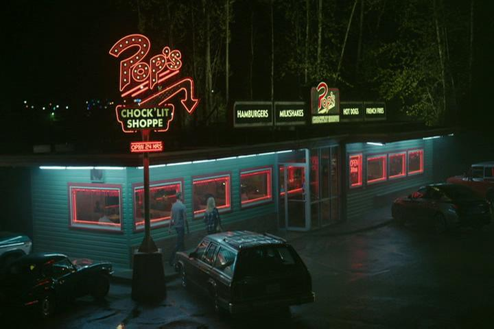Riverdale-1-02-A-Touch-of-Evil-258-Pop's